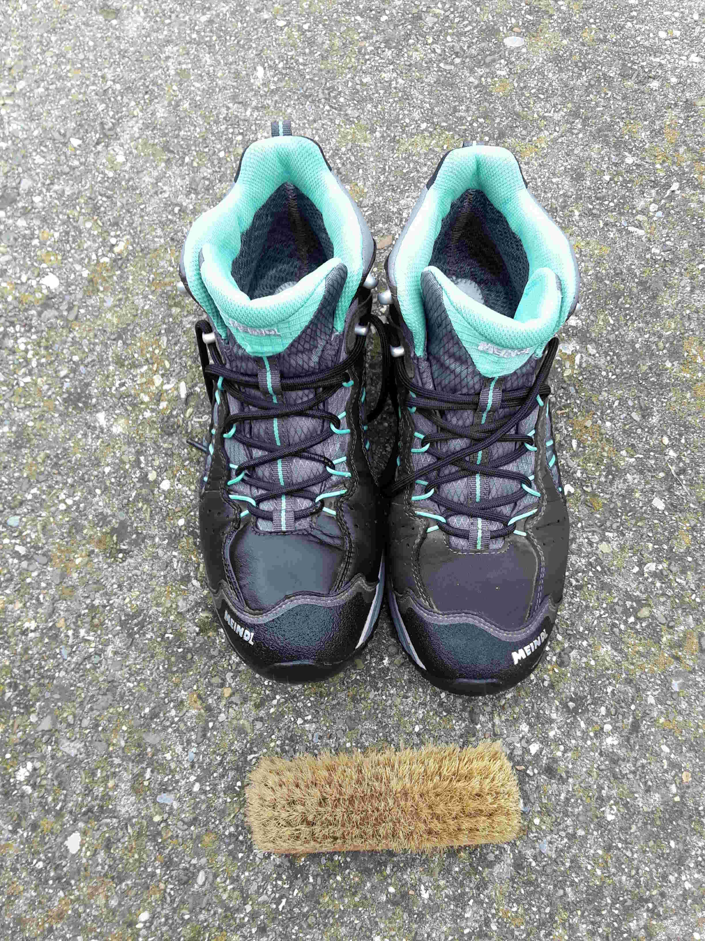 Schuhpflege – Wanderschuhe aus Leder –