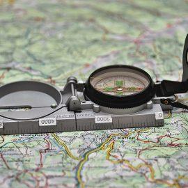 OutdoorNavigation: Kompass-Karten und Kompass lesen