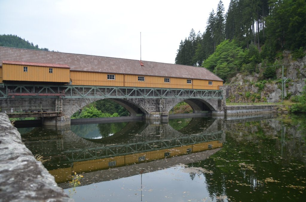 Holzbrücke über die Murg bei Forbach im Murgtal